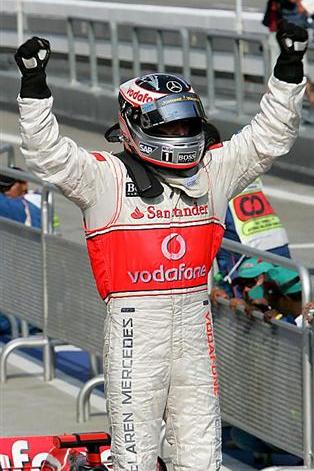 gran-premio-de-malasia-2007-f1-carrera-fernando-alonso-celebracion.png